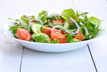 Photo pour fresh vegetable salad in a bowl - image libre de droit
