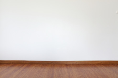 Photo pour white mortar wall and wood floor in the room - image libre de droit