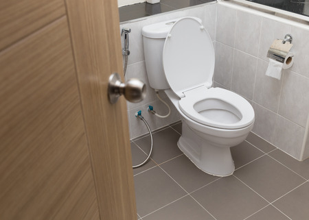 Foto de white flush toilet in modern bathroom interior - Imagen libre de derechos