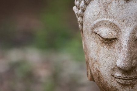 Foto de buddha statue in wat umong, chiang mai, travel thai temple in northern thailand, thailand - Imagen libre de derechos