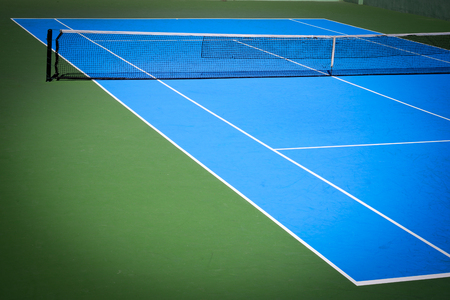 Foto de blue and green tennis court sport background - Imagen libre de derechos