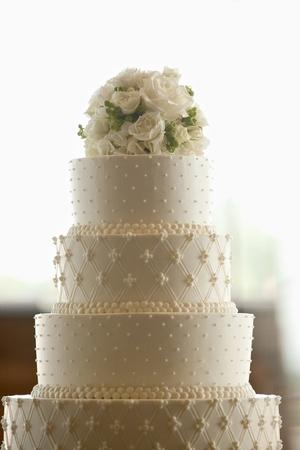 Foto de Wedding Cake with Flowers on Top - Imagen libre de derechos