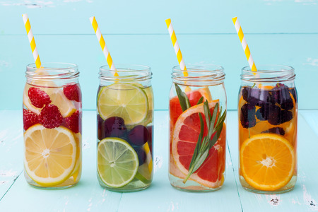 Foto de Detox fruit infused flavored water. Refreshing summer homemade cocktail - Imagen libre de derechos