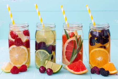 Foto de Detox fruit infused flavored water. Refreshing summer homemade cocktail - Imagen libre de derechos