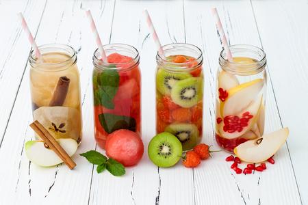 Foto de Detox fruit infused flavored water. Refreshing summer homemade cocktail. Clean eating - Imagen libre de derechos
