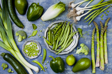 Photo pour Green veggies group. Vegetarian dinner ingredients. Green vegetables variety. Overhead, flat lay, top view - image libre de droit