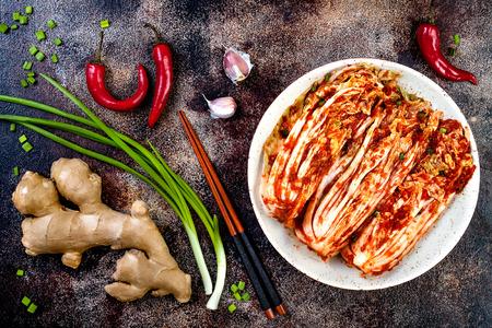 Photo pour Preparing cabbage kimchi. Korean traditional cuisine. Fermented food. - image libre de droit