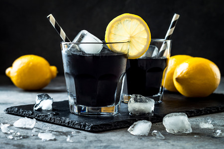 Photo pour Detox activated charcoal black lemonade.  - image libre de droit