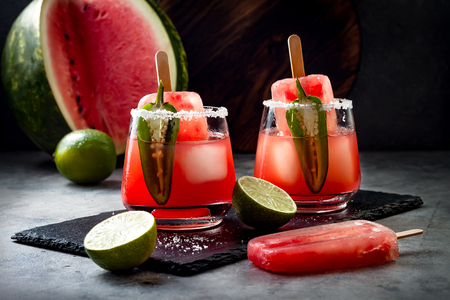 Photo pour Spicy watermelon ice cream margarita cocktail with jalapeno and lime. Mexican alcoholic drink for Cinco de mayo party - image libre de droit