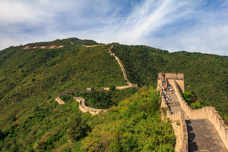 Foto de Mutianyu, China - September 19, 2013: Unidentified tourists walking on the Great Wall of China, in the Mutianyu village, one of remote parts of the Great Wall near Beijing - Imagen libre de derechos