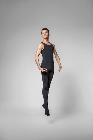 Photo pour handsome ballet artist - image libre de droit