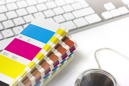Foto de color swatches and keyboard - Imagen libre de derechos