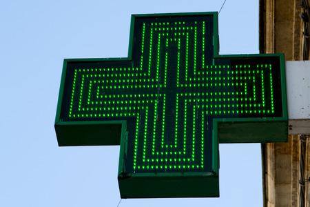 Foto de Pharmacy sign or Drug store symbol (Green cross) - Imagen libre de derechos