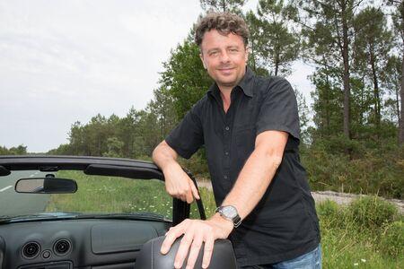 Photo pour Handsome man near the car.convertible symbol luxury life - image libre de droit