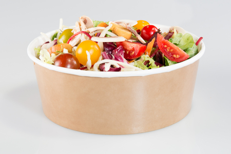 Foto per take away bowl paper carton kraft with fast food salad - Immagine Royalty Free