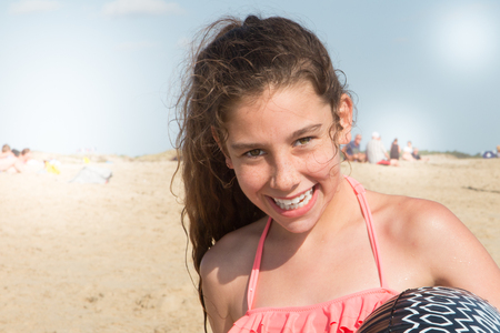 Photo pour Summer lifestyle happy smiling portrait of pretty young curly girl having fun on the beach - image libre de droit