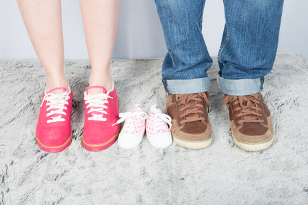 Photo pour mother father and baby feet with shoes for family concept foot newborn girl - image libre de droit