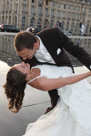Photo pour couple wedding married in love dance and kiss in Bordeaux city France - image libre de droit