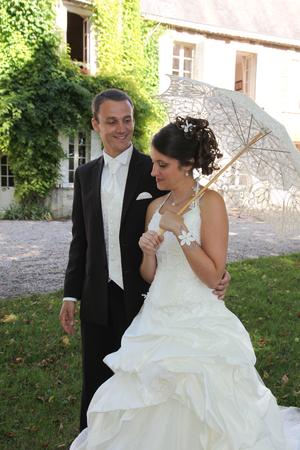 Photo pour lovely newlywed walk in nature park square - image libre de droit