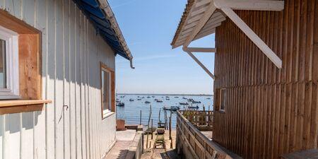 Photo pour wood hut for oysterman in Le Canon village in Cap Ferret France - image libre de droit