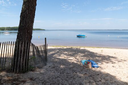 Photo pour view of Lacanau lake in France from waters edge on sand beach - image libre de droit