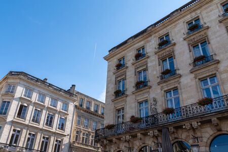 Foto de bordeaux Haussmann architecture building in city center france - Imagen libre de derechos