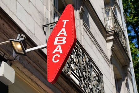 Photo pour Bordeaux, Aquitaine / France - 07 25 2020: tabac light French Red shop tobacco sign with french white text logo - image libre de droit