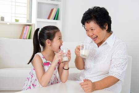 Photo pour Beautiful grandmother and granddaughter - image libre de droit