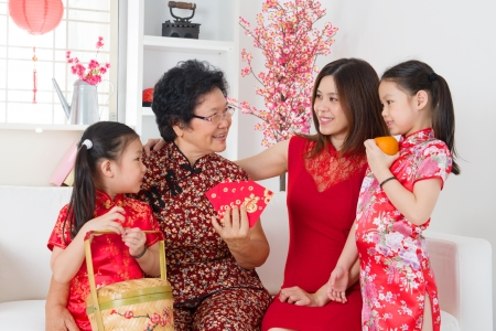 Photo pour Happy multi generations Asian family celebrate Chinese new year at home. - image libre de droit