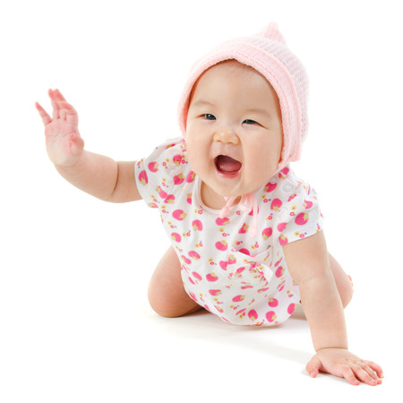 Photo pour Six months old Asian baby girl crawling over white background, isolated. - image libre de droit
