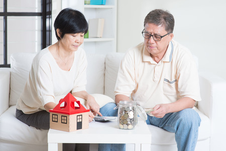 Foto de Asian senior couple counting on money. Saving, retirement plan, retirees financial planning concept. Family living lifestyle at home. - Imagen libre de derechos