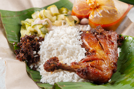 Photo pour Nasi lemak kukus with chicken, popular traditional Malay local food. - image libre de droit