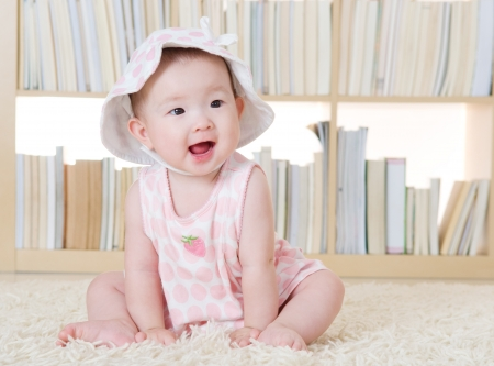 Foto de Portrait of lovely baby girl - Imagen libre de derechos