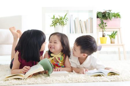 Photo pour Asian kids lying on the floor - image libre de droit