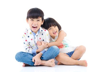 Photo pour Asian kids sitting on the floor - image libre de droit