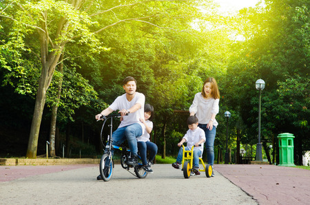 Foto per Asian family enjoyed outdoor nature at the park - Immagine Royalty Free