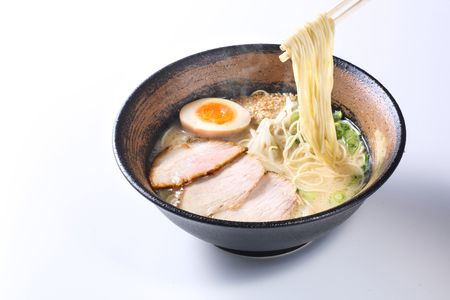 Foto de japanese ramen noodles on white background - Imagen libre de derechos