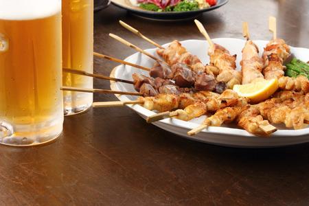 Photo pour beer and japanese cuisine on the table - image libre de droit