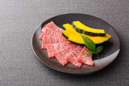 Photo pour Japanese Beef served on a plate - image libre de droit