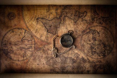 Foto de Vintage compass on old map - Imagen libre de derechos