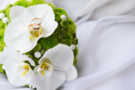 Photo for bride bouquet and  wedding  gold rings - Royalty Free Image