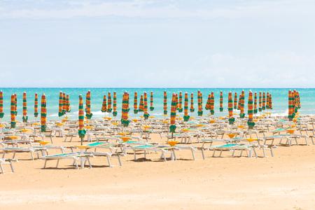 Foto de Vieste, Italy, Europe - Sunshades at the clean beach of Vieste - Imagen libre de derechos