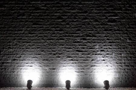 Photo pour Spot lights illuminating the rough wall background of the block - image libre de droit