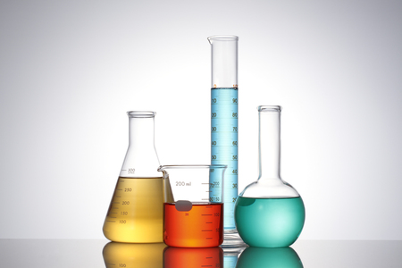 Foto de Laboratory glassware with liquids of different colors - Imagen libre de derechos