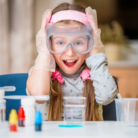 Foto de happy little girl with flasks for chemistry - Imagen libre de derechos