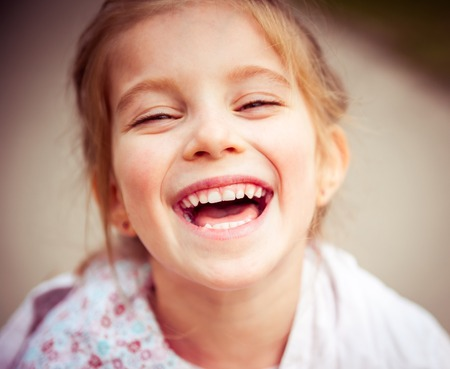 Photo pour Portrait of a beautiful happy liitle girl close-up - image libre de droit