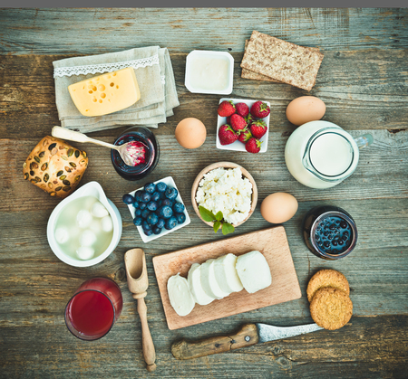 Photo pour Summer breakfast. fruit and dairy products on a wooden table. top view - image libre de droit