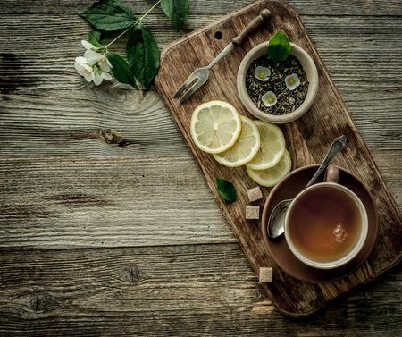 Photo pour jasmine tea with lemon in brown cup, copyspace - image libre de droit