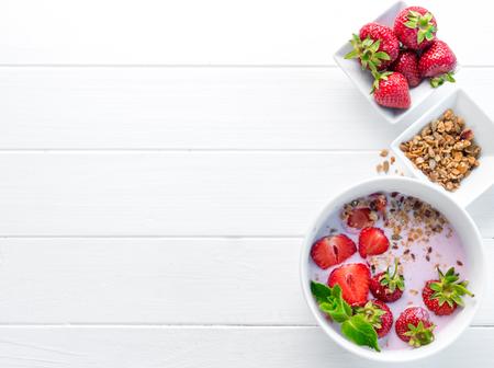 Photo pour Nutritious breakfast with granola, copyspace left, topview - image libre de droit