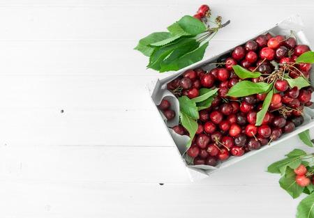 Photo pour box with ripe cherries, copyspace, topview - image libre de droit